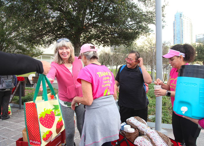 Gia Metcalf hands out snacks for the homeless with Kindness Matters organizers and volunteers.