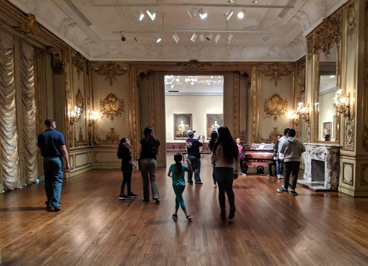 Families from UnidosNow exploring the Museum of Art.