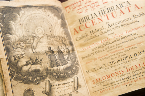 Biblia Hebraica Accentuata published in 1729 at Old Tampa Book Company.