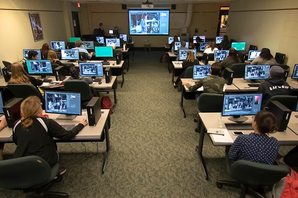 A USF Libraries workshop helps prepare students for jobs.