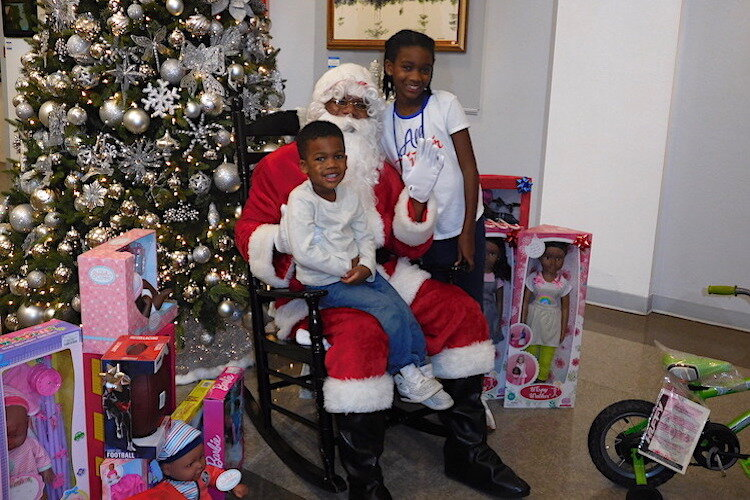 Santa with children visiting the Woodson Museum during the 2019 holiday open house.