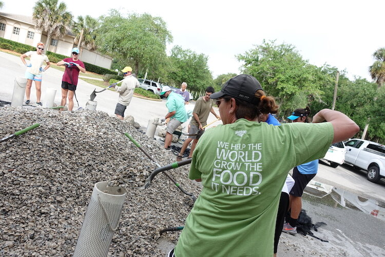 Mosaic volunteers at work at the Tampa Bay Watch Oyster Reef project.