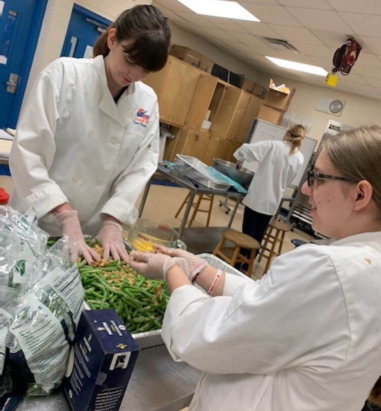 Students at Osceola Fundamental High School prepare green beans almondine.