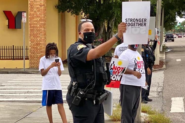 St. Petersburg police officers rallied with city residents to demonstrate for working together.
