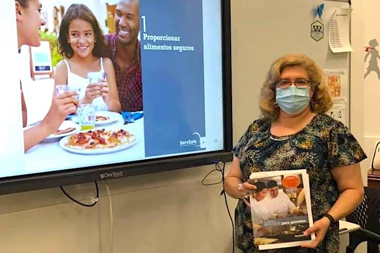 Enterprising Latinas' Wanda Velez teaches a Food Protection Management Course.